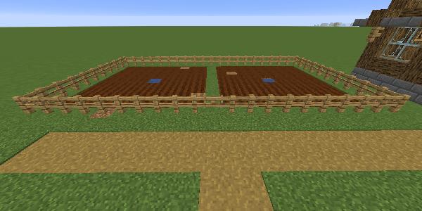 畑のフェンスとフェンスゲート