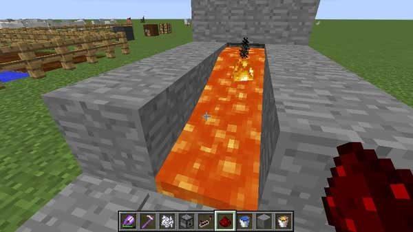 溶岩の中から突然出て来る火の玉