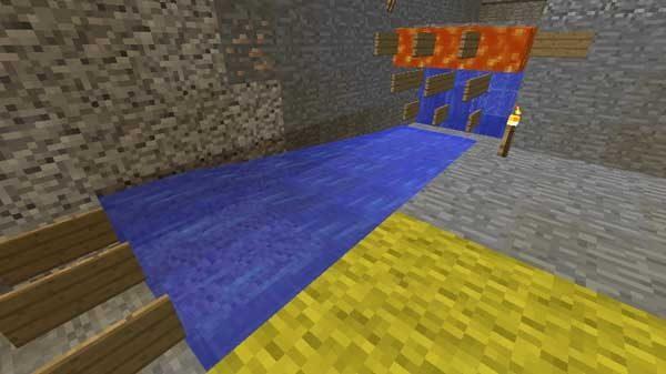 重ねた看板から流れていく水