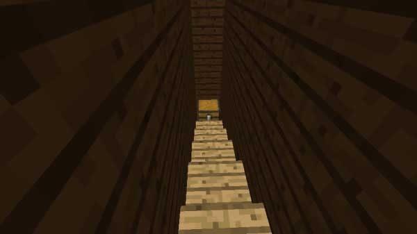 階段の部屋のチェスト
