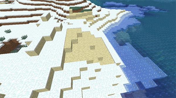 雪の降る砂浜